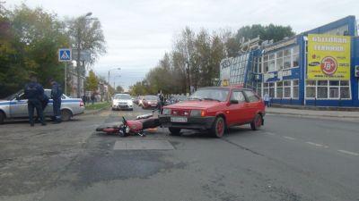 Вцентре Череповца вДТП безумно травмировался мотоциклист