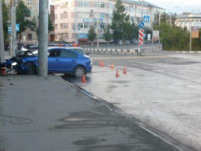 Вцентре Вологды нетрезвый шофёр «Мазды» врезался в строение спорткомплекса