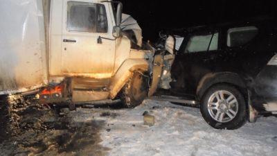 ВВерховажском районе случилось смертельное столкновение фургона илегковушки
