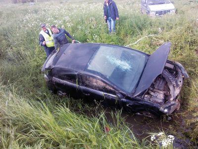Фото ДТП под Вологдой: водителю сняло скальп в результате съезда в кювет