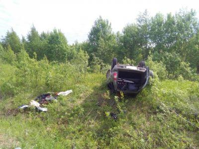 ВВытегорском районе «Нива» опрокинулась вкювет: три человека пострадали
