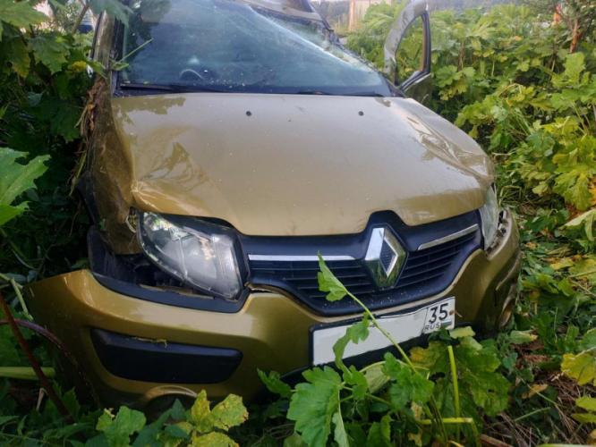 33-летний водитель опрокинул свой Сандеро и попал в больницу